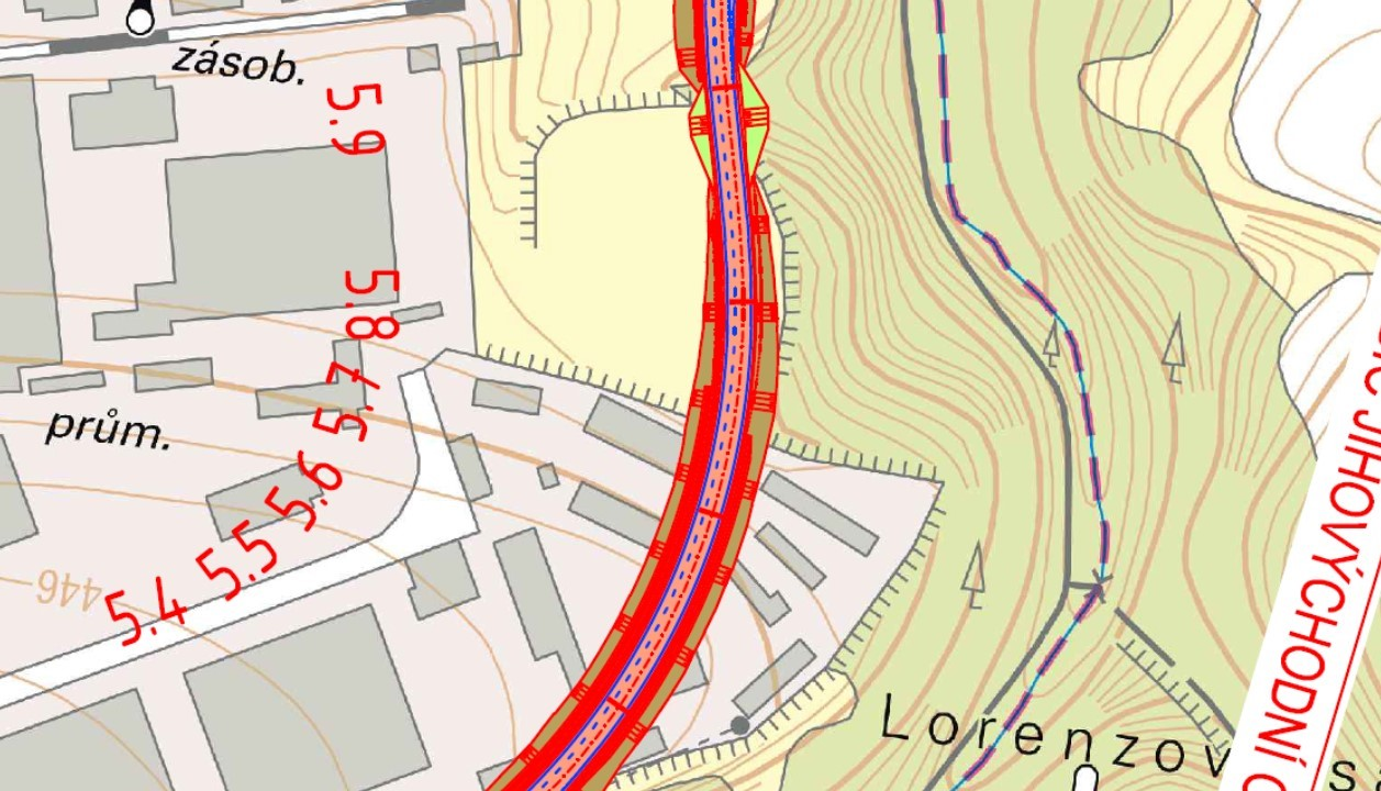Další část třípruhové silnice vedoucí přes Lorenzovy sady